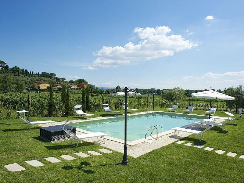 Farmhouse , pool, 13 px. Lucca 10km, holiday rental in San Ginese