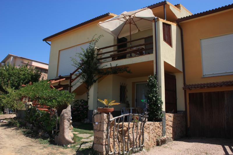 Appartamento Salusai est Zona Isola Rossa Trinità D'Agultu e Vignola, alquiler vacacional en Paduledda