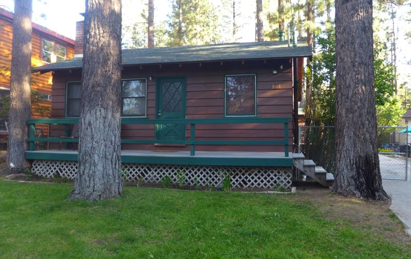Chalet Dubois- Hot tub, wifi, pets not allowed!, holiday rental in Big Bear Region