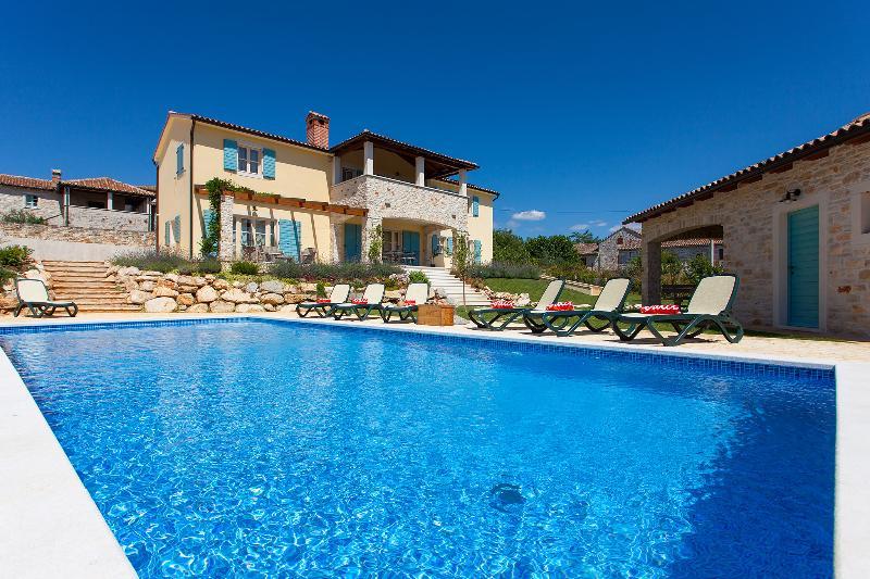 New villa with heating Pool near Porec, vacation rental in Porec