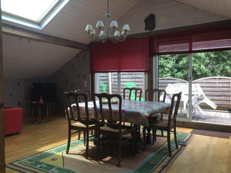 Appartement Meublé tout Confort - 6 km des Plages, holiday rental in Saint-Julien-en-Born