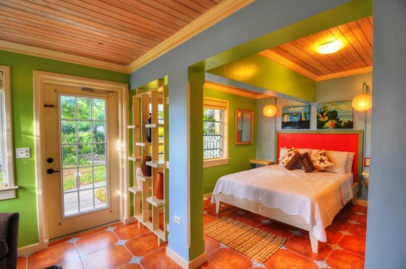 Blue Plumbago, Queen Bed, Efficiency Suite