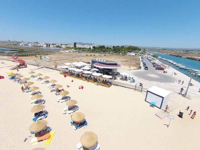 Portugal, Algarve, Fuzeta,beach front with balcony, aluguéis de temporada em Fuseta