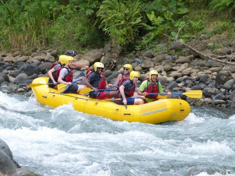 Come white water rafting on the Savegre River.