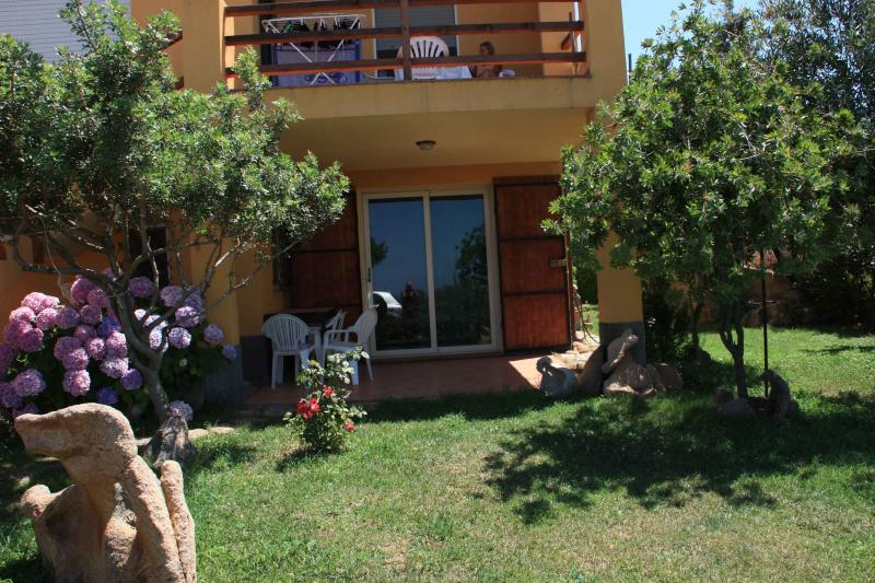 Appartamenti Salusai ovest zona Isola Rossa Trinità D'Agultu e Vignola, alquiler vacacional en Paduledda