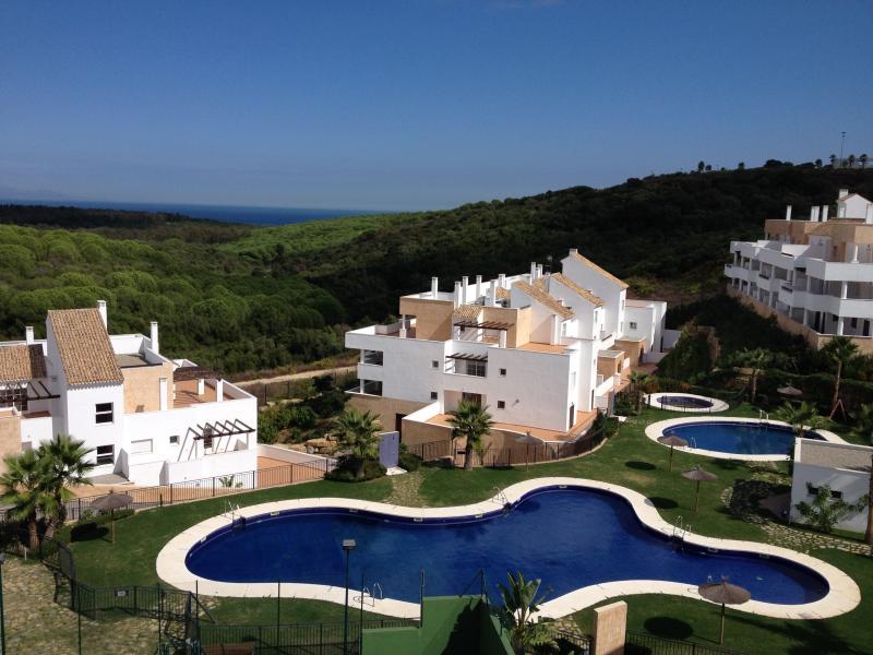 Splendide appartement à Alcaidesa/Sotogrande à 200 m d'un des plus beaux golf, holiday rental in Alcaidesa