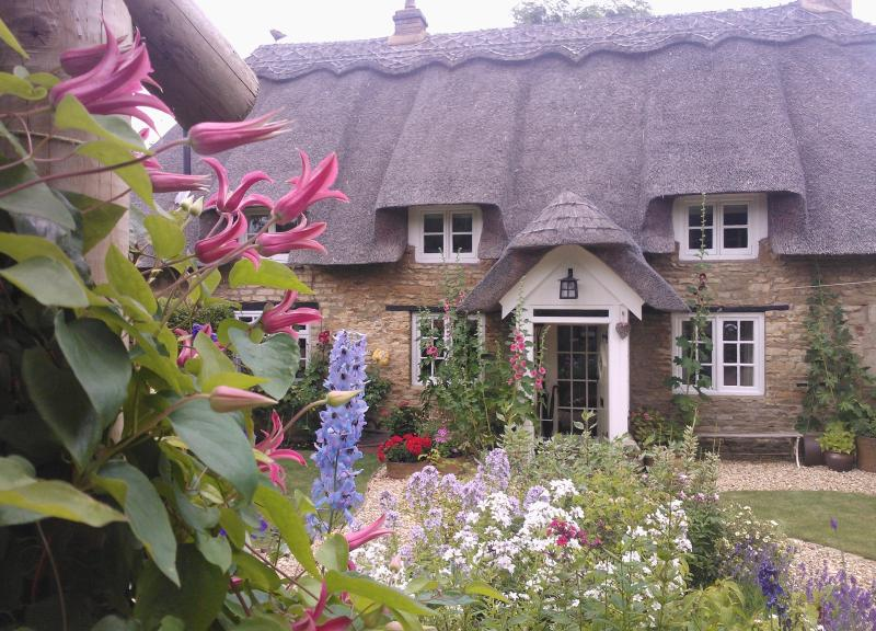 Little Thatch, Seaton, Uppingham - Thatched Rutland Luxury Holiday Cottage, holiday rental in Uppingham