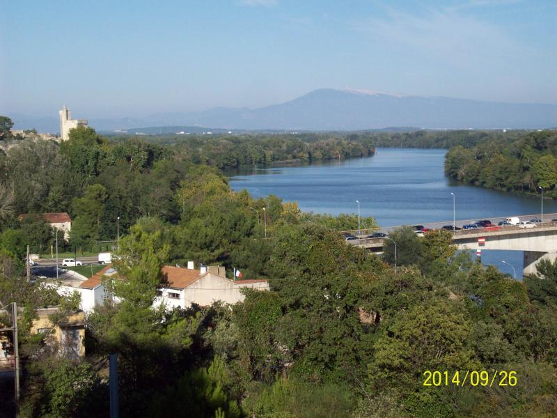 the River Rhône which leaves time to flood flooded the island as well as the ville.au far the mont ventoux.