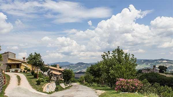 Casa vacanza La Contesa, appartamenti per vacanza a Cagli, Appennino pesarese., holiday rental in Serra Sant'Abbondio