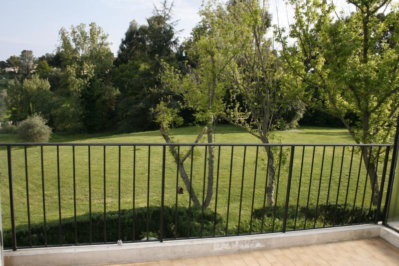 Terrasse expo sud, vue sur parc