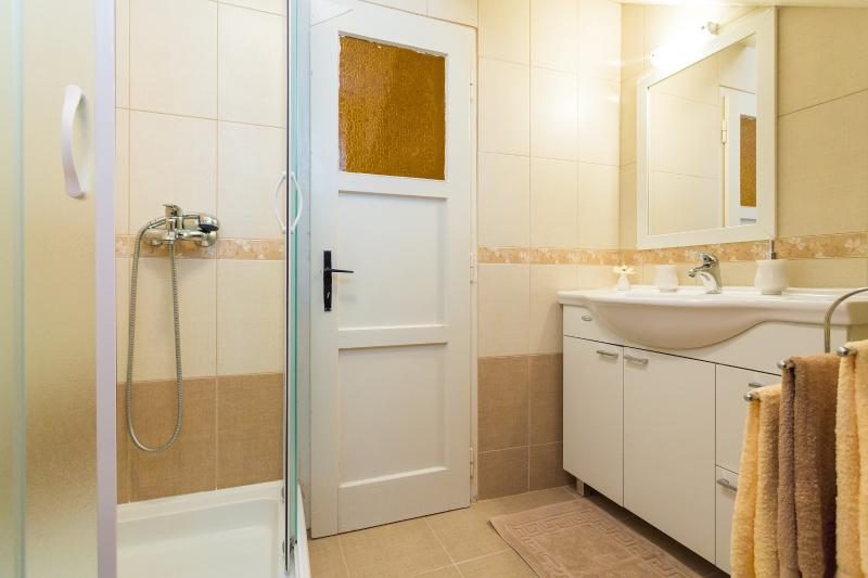 Bathroom with shower & washing machine
