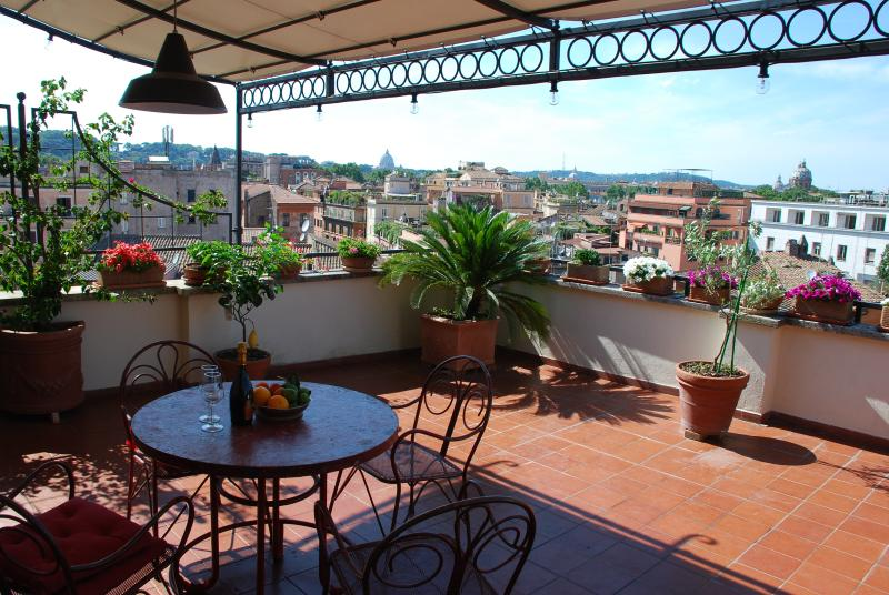 Unique terrace over Rome, vakantiewoning in Rome
