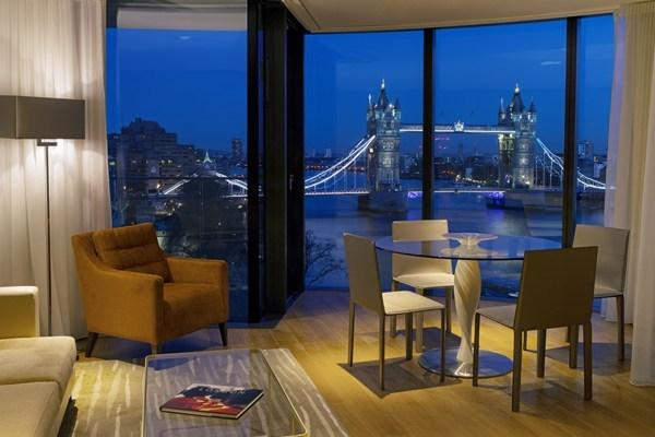 Luxury 2 bedroom Apartments Overlooking The Tower of London and the River Thames, vacation rental in London