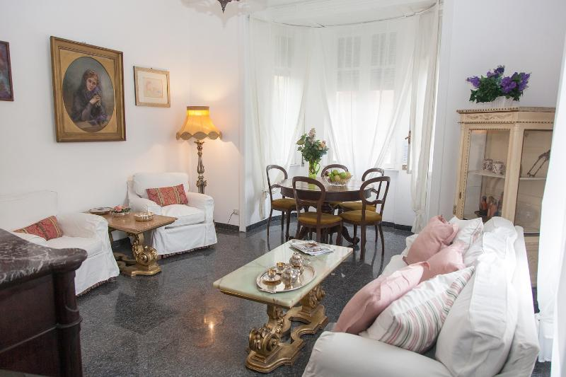 Apartment in center of Rome,luxurious,very close to historical beauties by the 5 steps tube station.