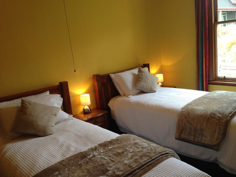 Caldwell Room, Super King bed that splits into long singles