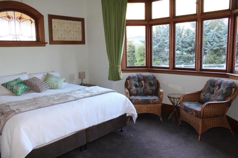 Trotter Room Master bedroom with Ensuite, Super King bed that splits into long singles