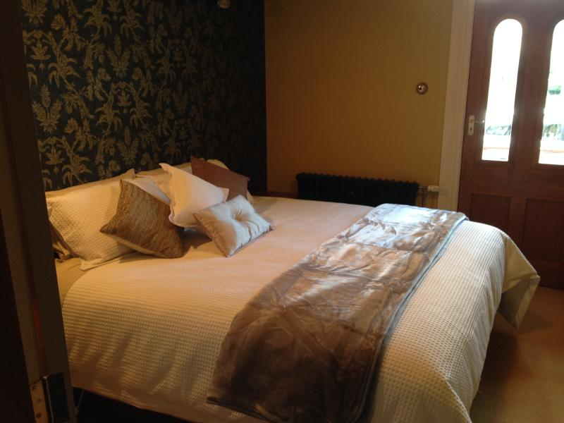Mackenzie Room, Super King bed that splits into long singles
