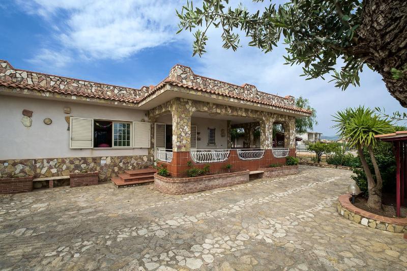 Villa uso B&B, holiday rental in Bolognetta