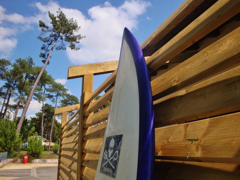 Surfer friendly  waterhoze, surfrack & easy storage