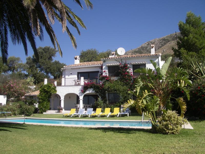 Front of El Capricho