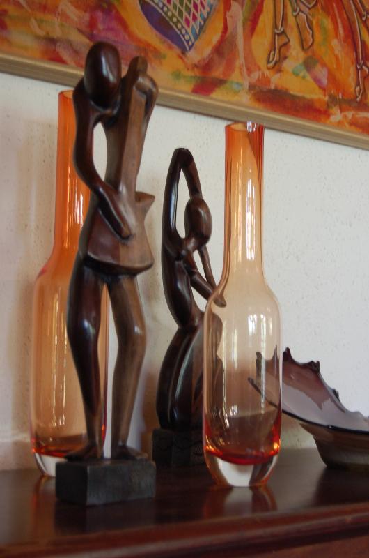 Das Haus ist übersät mit schönen Afrikanisch Kunst