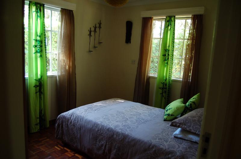 Gecko Zimmer - Einzelzimmer $50/Nacht. Großes Einzelbett (3,5 ft) & high-Density-Federkernmatratze