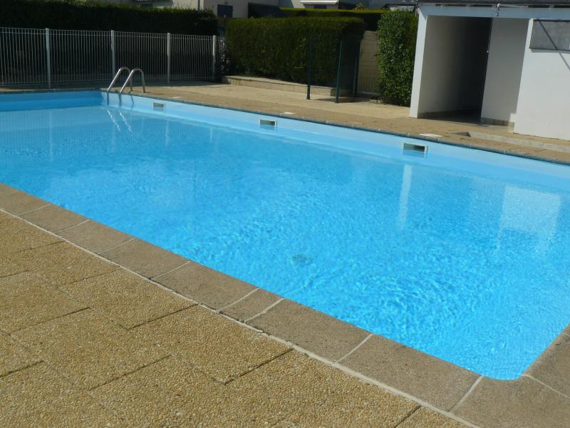 unheated pool open from 15 June to 15 September