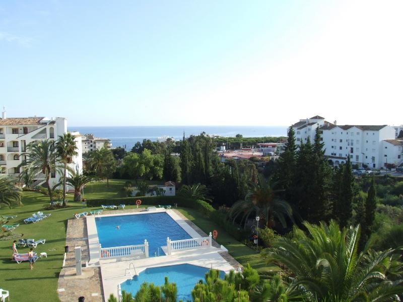 Pool and sea views Riviera del Mar