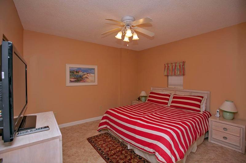 Guest Bedroom w/ King Bed