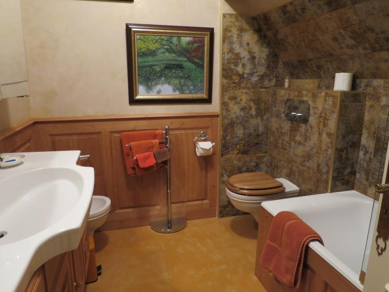 Transatlantique Suite, the wooden bathroom