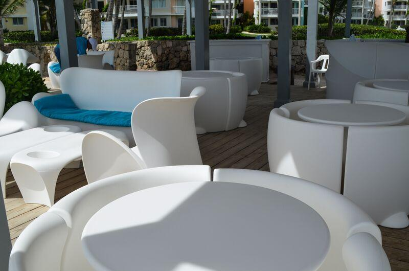 Lovely dining area at beach with service from Citrus Bar & Lounge