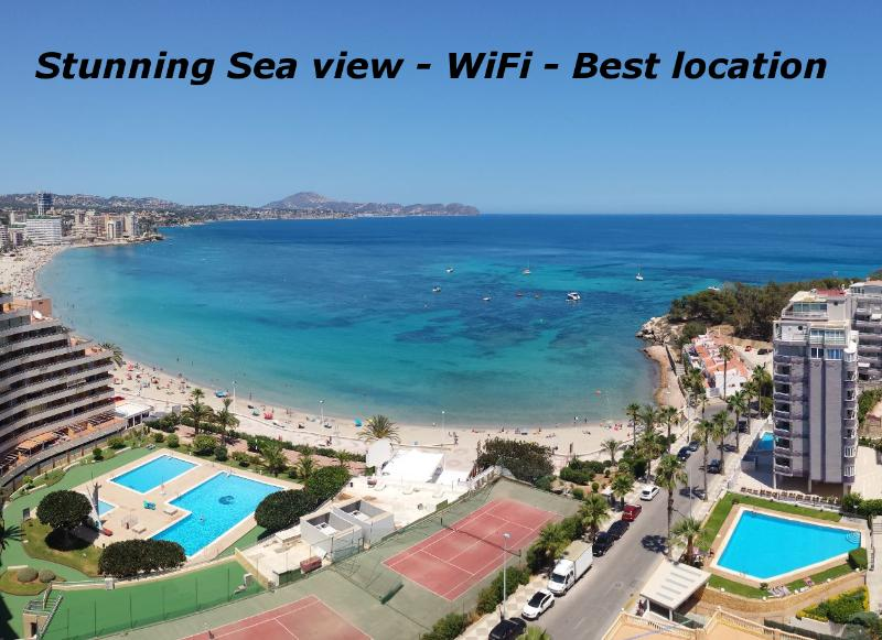 STUNNING SEAVIEW - WIFI - BEST LOCATION, holiday rental in Calpe