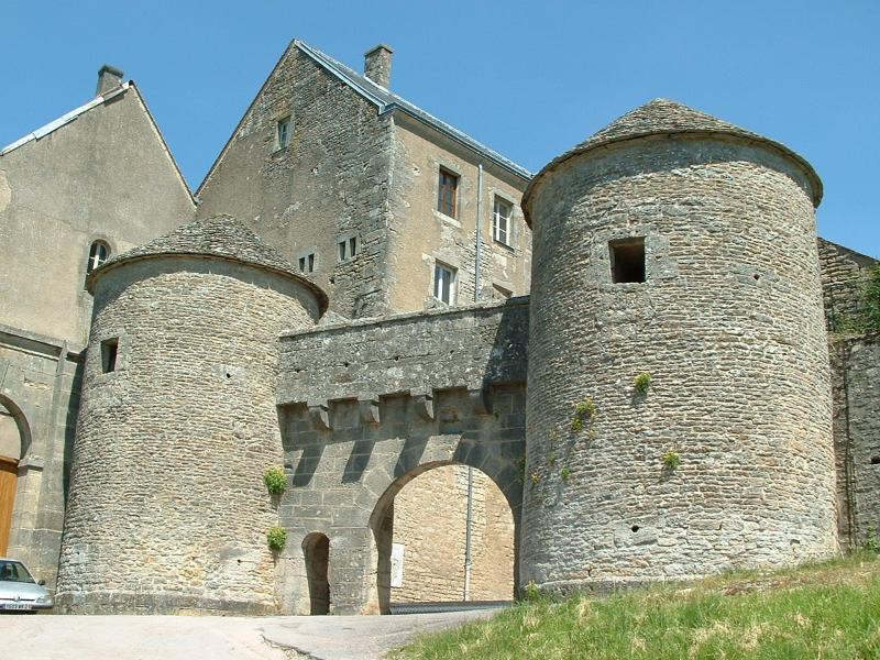 Flavigny-sur-Ozerain entrée par La porte du Val