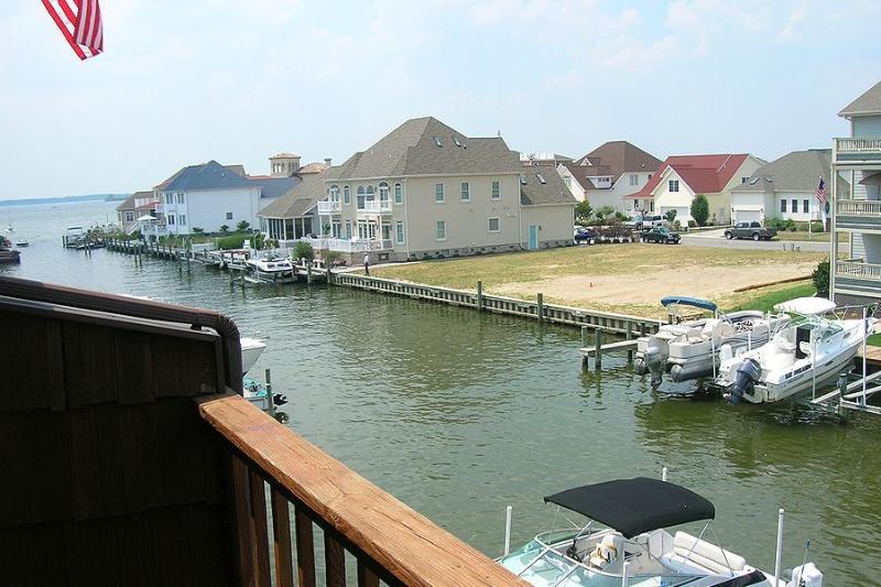 Boat,Watercraft,Downtown,Neighborhood,Town