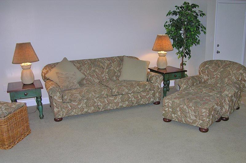 Couch,Furniture,Lamp,Chair,Table Lamp