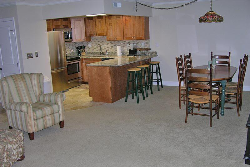 Couch,Furniture,Dining Table,Table,Bench