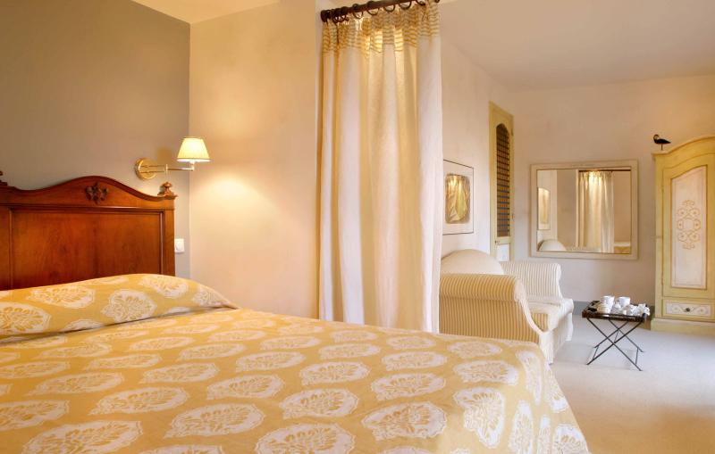 Le CONVIVIAL Luxury Suites & Spa, vacation rental in Kato Diminio