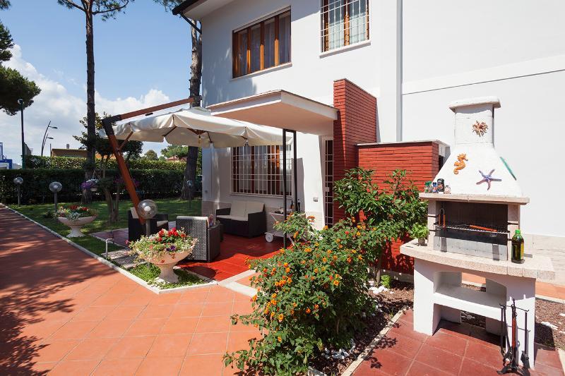 Villa Viola WIFI 300m from the sea -Terracina, vakantiewoning in Porto Badino