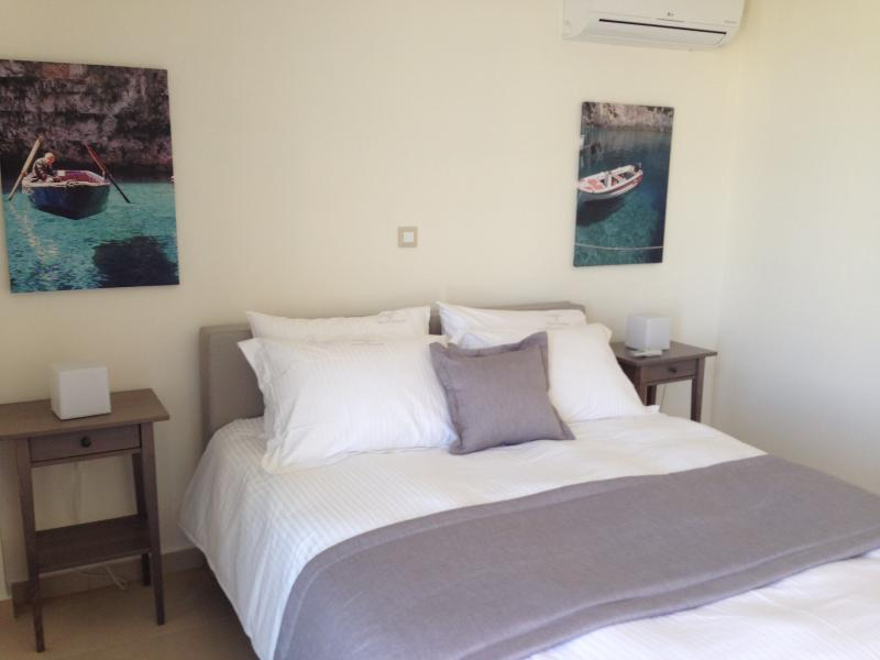 DOUBLE BED BEDROOM 1