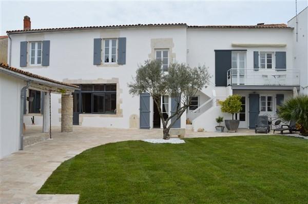 Bel appartement dans demeure réthaise, holiday rental in Le Bois-Plage-en-Re