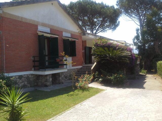 villa esclusiva sul lago di Sabaudia, holiday rental in Sabaudia