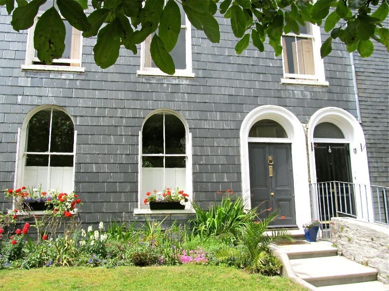 4 minutes de l'Université et la Barbacane, cette maison fut construite en 1810