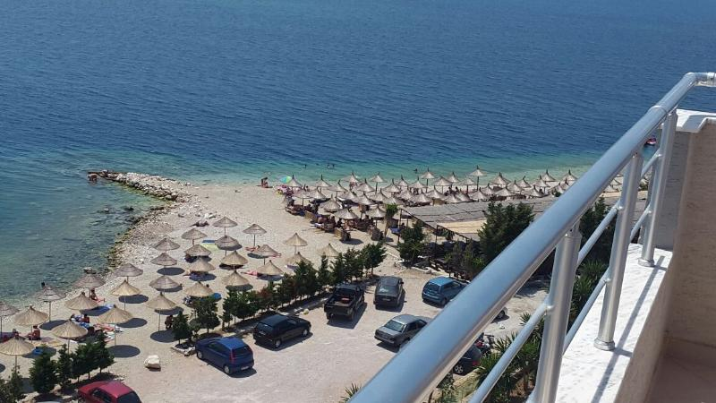 Port Side Apartment A, vacation rental in Saranda