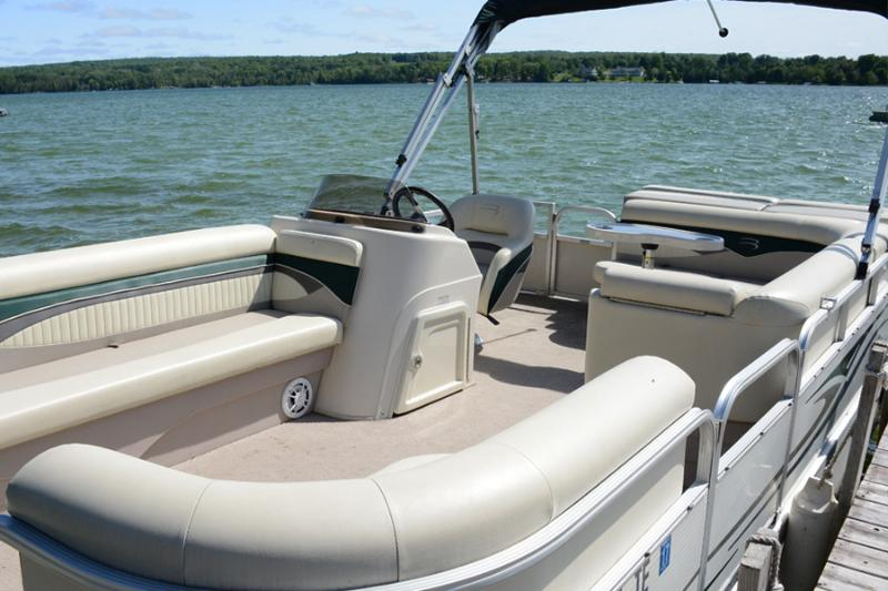 Optional feature - 21 ft. 2009 Bennington pontoon boat - only $700/week