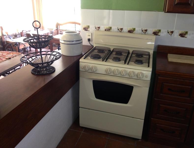 Full Stove with oven    (Estufa con Horno)