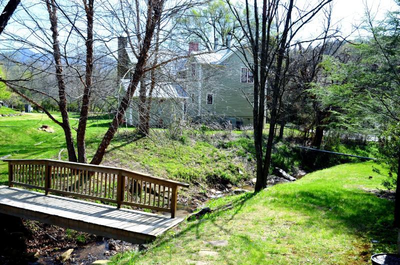 Guardando il Casale dal cottage.