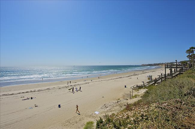1 Bdrm Right on the Beach in San Diego + Parking!, holiday rental in San Diego