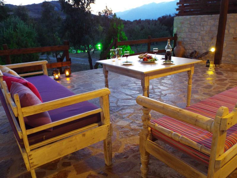 Muy tranquilo y sin preocupaciones! Villa Ostria, una hermosa casa de campo en el pueblo de lefkogia, al sur de Creta