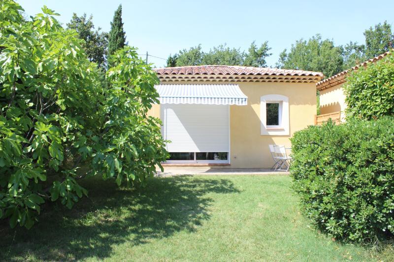 Studio de charme pour des vacances au calme, holiday rental in Fuveau