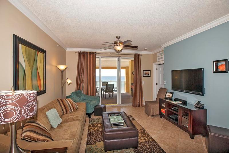 Living Area w/ Gulf View & Flat Screen TV